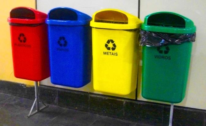 Além de trabalhar com a coleta seletiva do lixo comum, os produtos